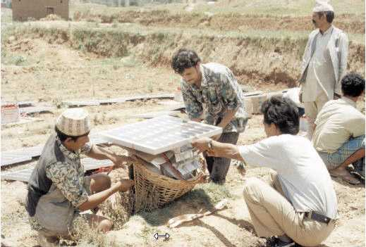 electrificación rural -instalando el panel solar
