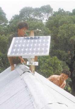 electrificacion rural - instalando el panel solar